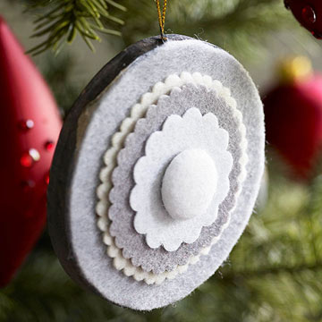Новогодняя игрушка цветочек из фетра