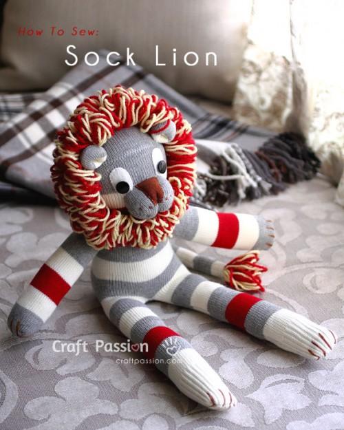 Игрушка - лев из носка
