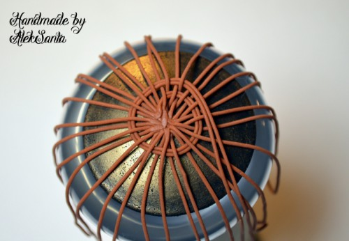 Техника кругового плетения из пластики 6