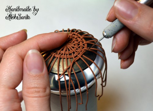 Техника кругового плетения из пластики 8