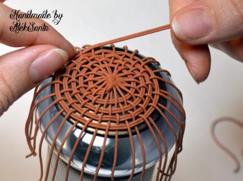 Техника кругового плетения из пластики 9