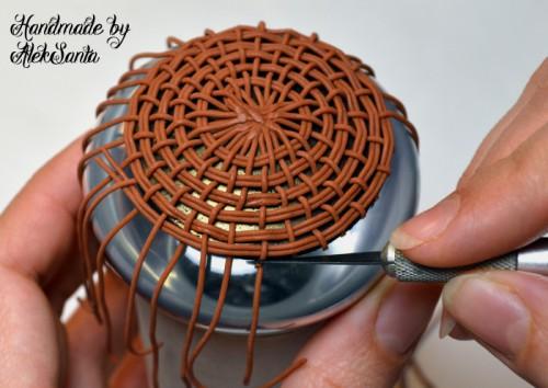 Техника кругового плетения из пластики 10