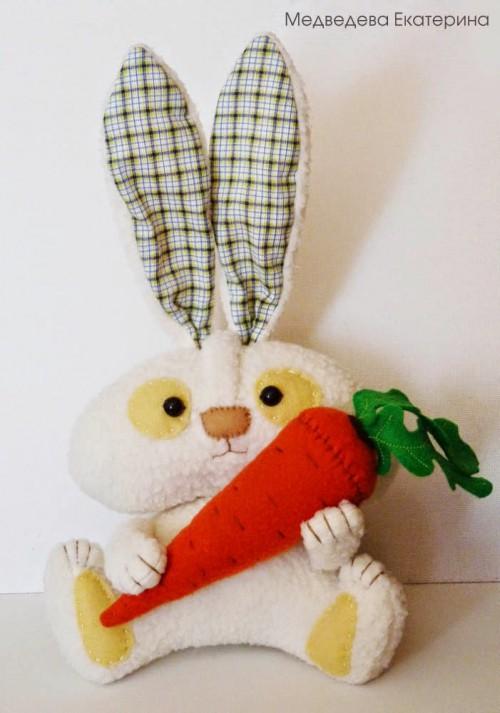 Мягкая игрушка зайка с морковкой 39