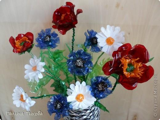Цветы из пластиковых бутылок 11