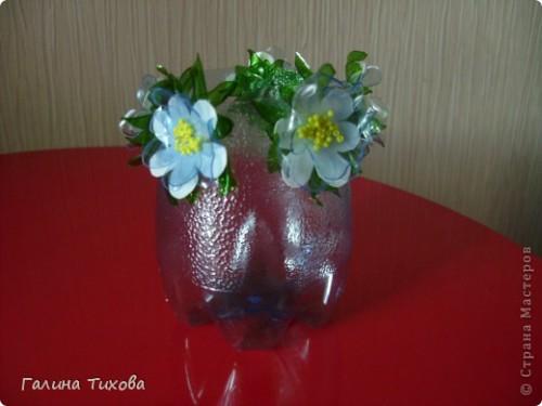 Карандашница из пластиковой бутылки с цветами 5