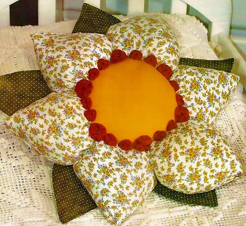 Подушка цветок крючком своими руками