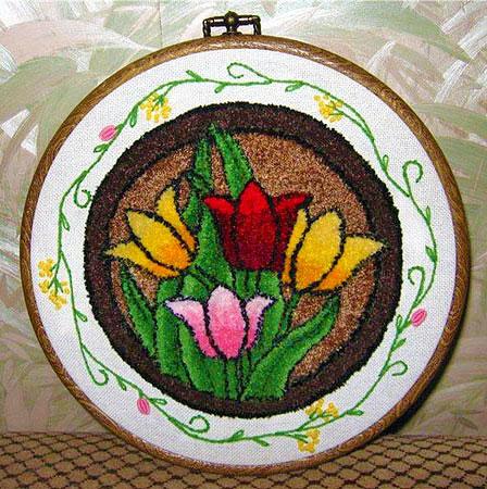 Цветы вышитые в ковровой технике