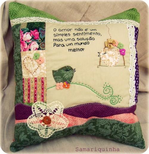 Винтажная подушка с птицей