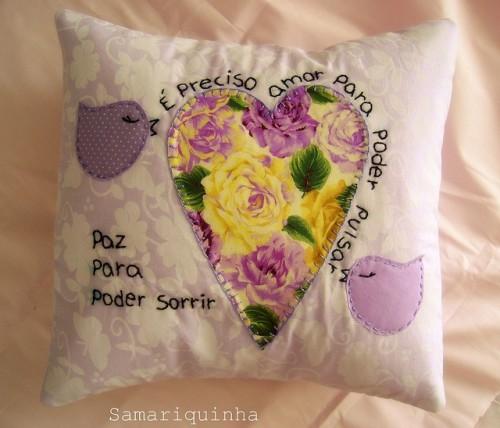 Идея подушки с сердцем и цветами