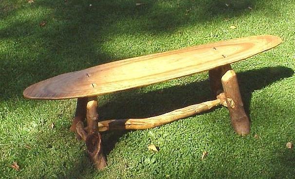 Скамейка из спила дерева