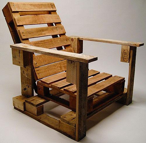 Кресло из поддонов для дачи