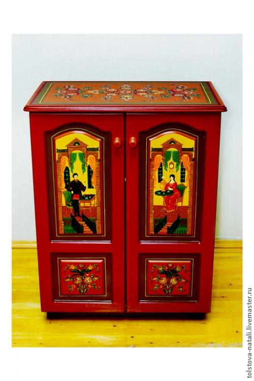 Городецкий шкаф с сюжетной росписью