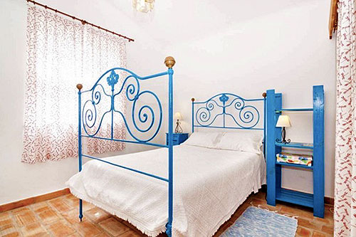 Спальня в маленьком коттедже