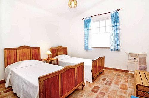 Интерьер спальни в маленьком доме