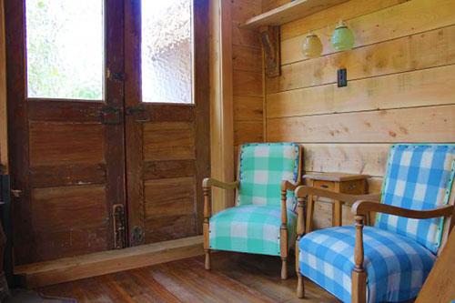 Интерьер маленького дачного домика