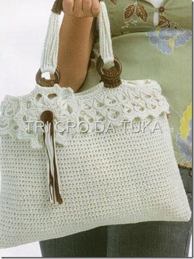 Красивая белая сумка крючком