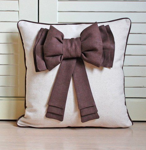 Подушка бантик для декорирования дивана